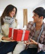 Что подарить мужчине другу на праздник
