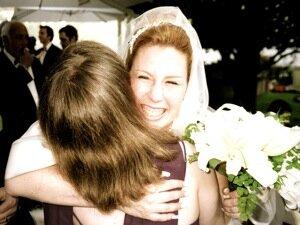Что подарить на свадьбу сестре