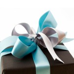 Что подарить на год свадьбы?