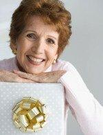 Что подарить женщине 65 лет?