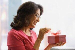Какой можно сделать подарок маме