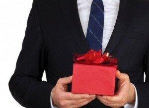 Что подарить на Новый год подчиненному
